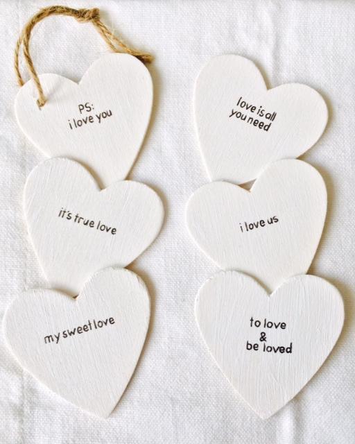 Wit geverfde houten hartjes 4 cm breed 2 mm dik met een keuze uit 6 verschillende 39 love for Decoratie stuk om te leven